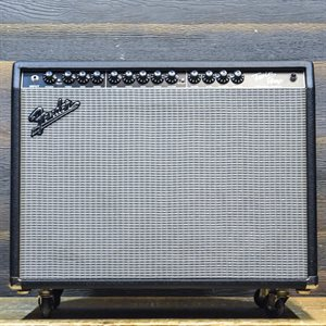 FENDER TWIN-AMP PRO TUBE SERIES 100-WATT 2X12 AVEC FOOTSWITCH #CR-333583