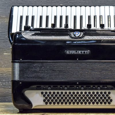 GIULIETTI CONTINENTAL SUPER FREE BASSETTI 87-BASS 45-KEY 22-TREBLE SWITCH BLACK AVEC ÉTUI SOUPLE