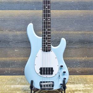 ERNIE BALL MUSIC MAN STERLING 4 H POWDER BLUE 4-STRING AVEC ÉTUI RIGIDE #F84510